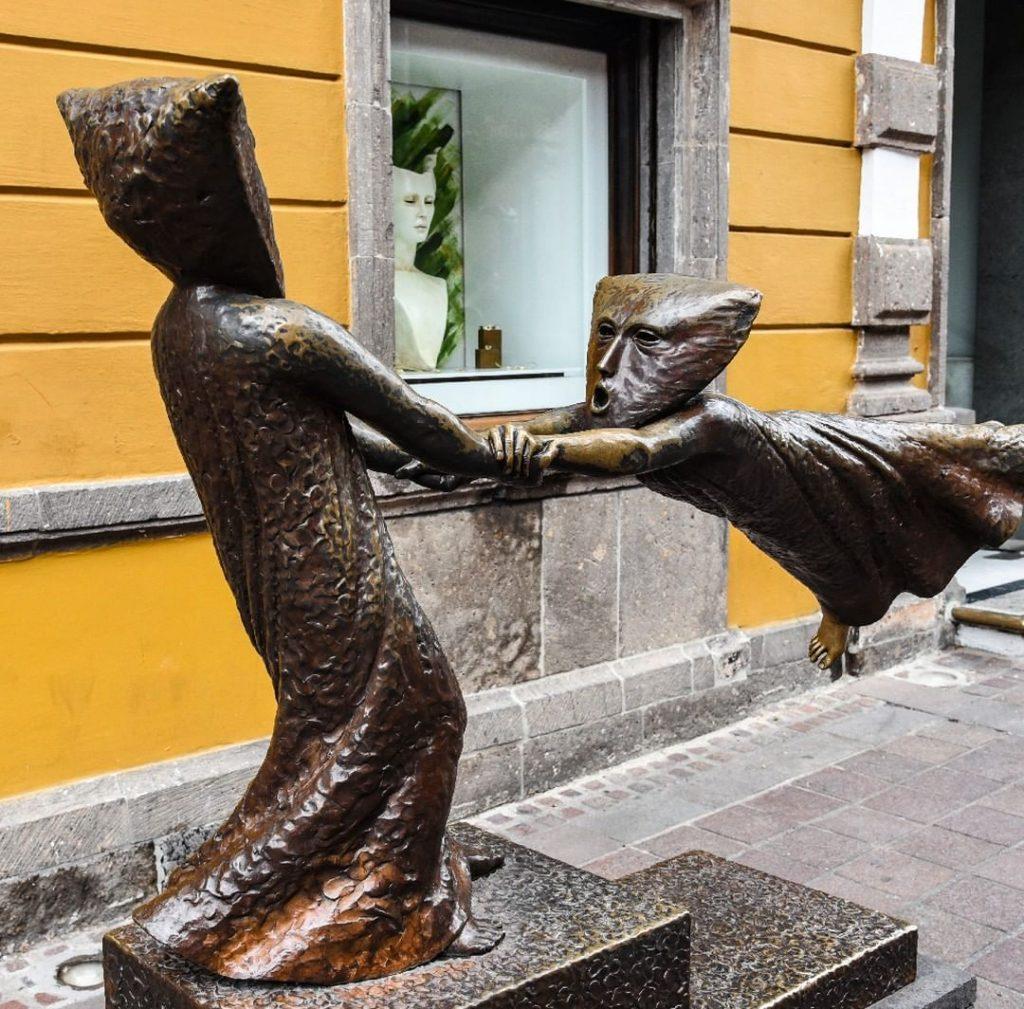 Tlaquepaque Artesanias de Segio Bustamante Esculturas de San Pedro Tlaquepaque Pueblo Mágico